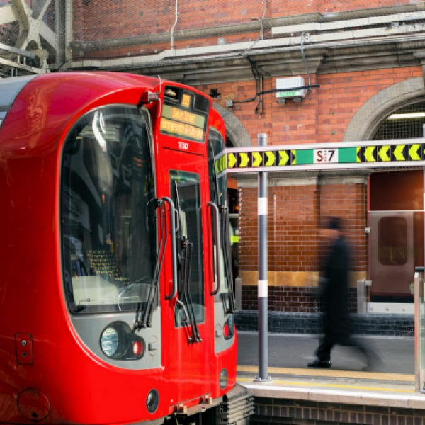 Glasgow and London Underground May Trial 5G Infotainment