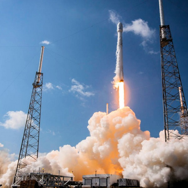 spacex rocket launch low earth orbit satellite broadband