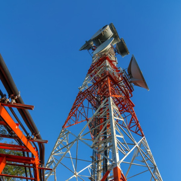 wireless mobile network operator uk mast and spectrum