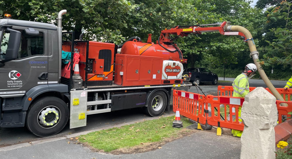 Openreach Ditch Witch Air Saber and Vacuum