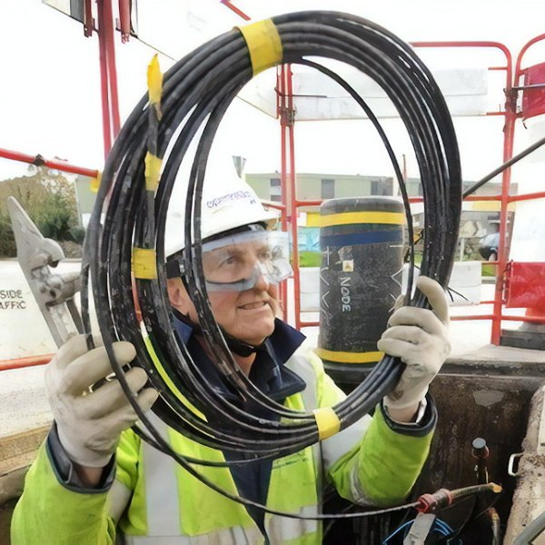 bt openreach fibre optic cable and engineer