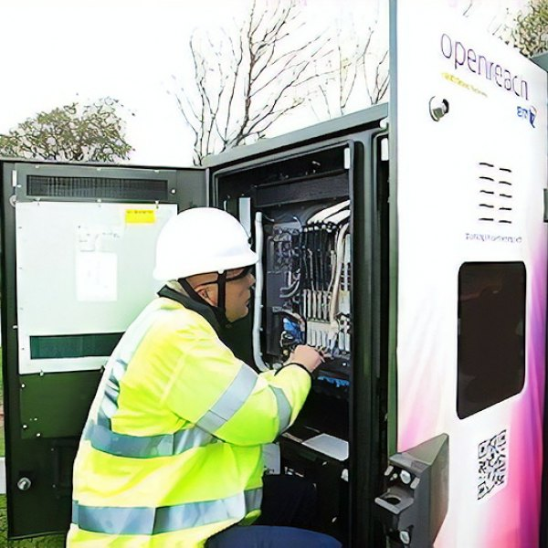 bt openreach fttc cabinet and engineer