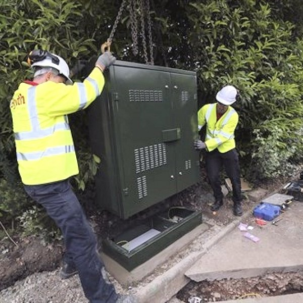 bt_openreach_fttc_street_cabinet_engineer_installation