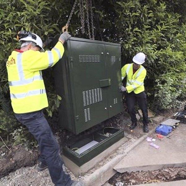bt_openreach_fttc_street_cabinet_engineer_installation