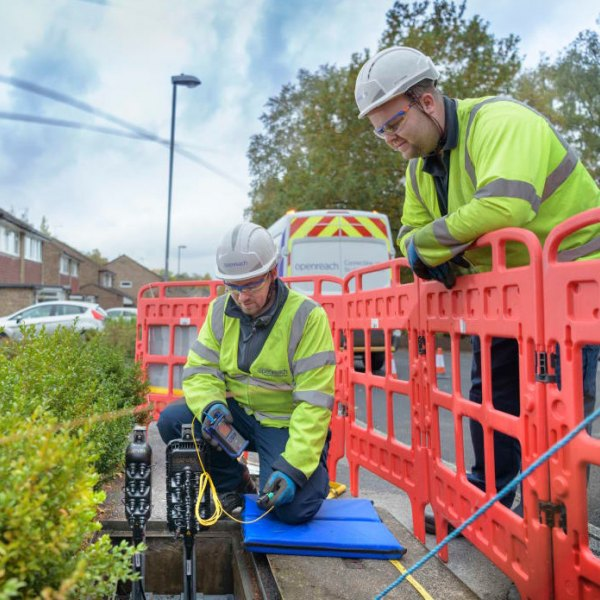 fttp openreach build 2018 two engineers