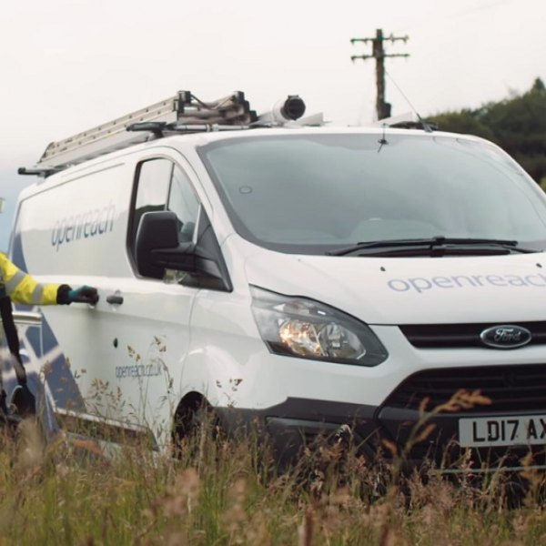openreach_2017_rural_van_and_engineer