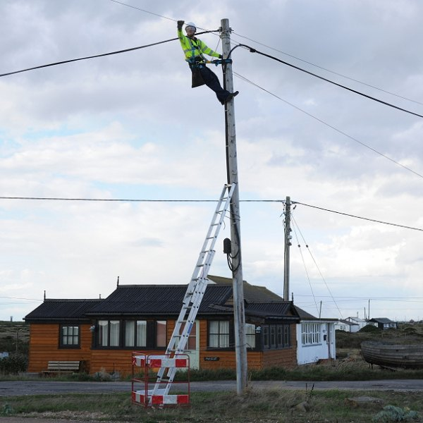 openreach_bt_uk_telegraph_pole_engineer