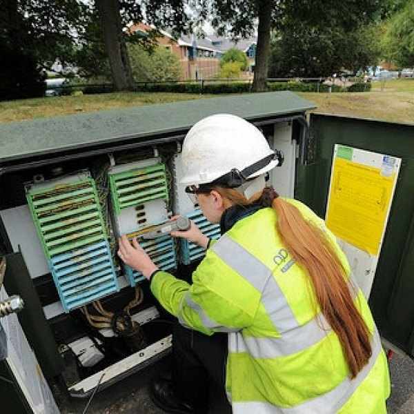 openreach_female_engineer_working