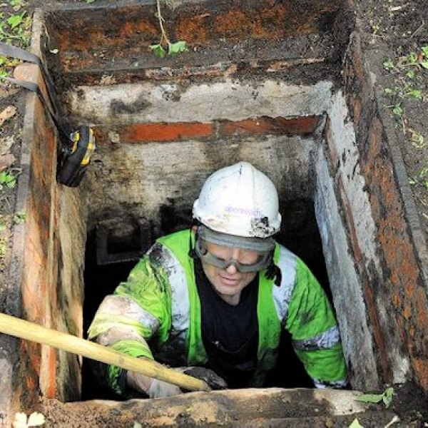 stuck_in_a_man_hole_bt_openreach_engineer