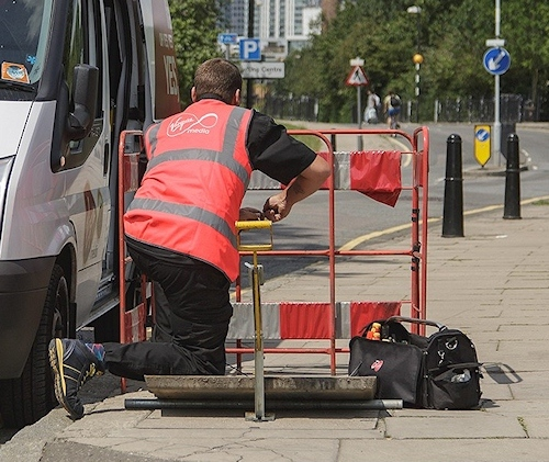 virgin media engineer street works