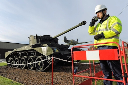 tank_pointing_at_bt_openreach_engineer