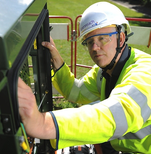 engineer openreach working on fttc street cabinet