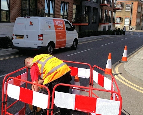 hyperoptic engineer working in street getreading