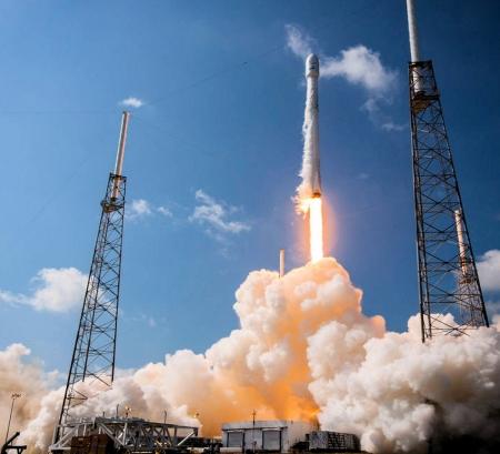 spacex rocket launch low earth orbit satellite broadband