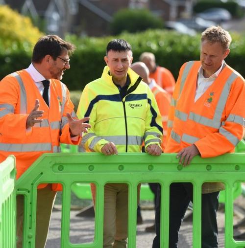 county_broadband_engineers_talking