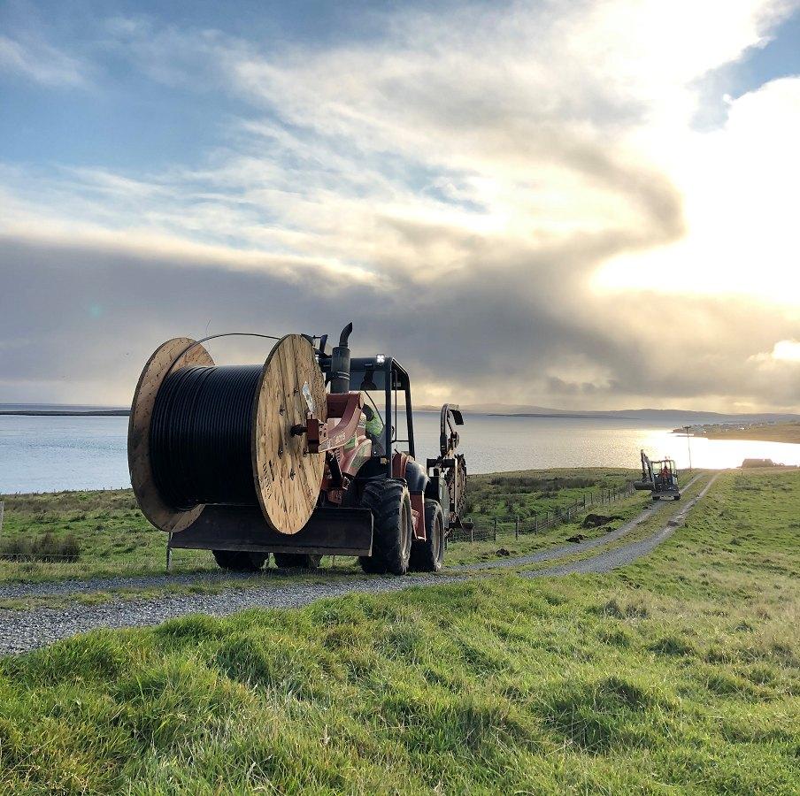shetland_telecom_tractor_carrying_fibre_drum