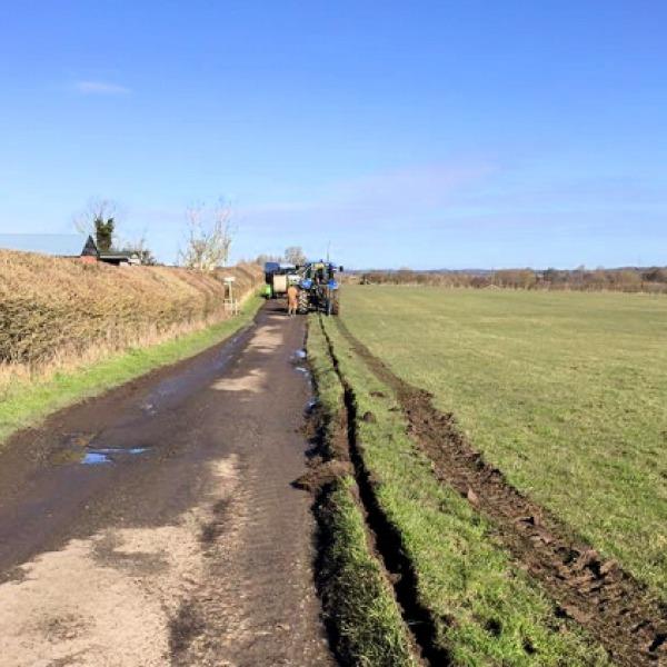 aylesbury-vale-farmer-digging