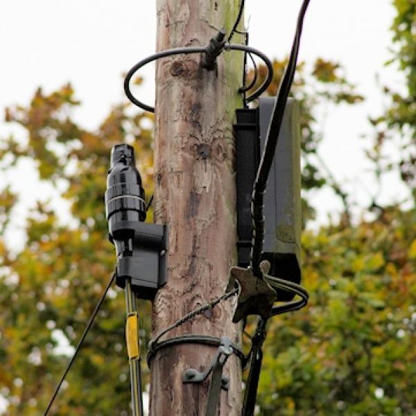 telegraph_pole_fibre_optic
