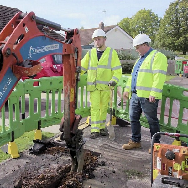 virgin media digger cable uk engineers