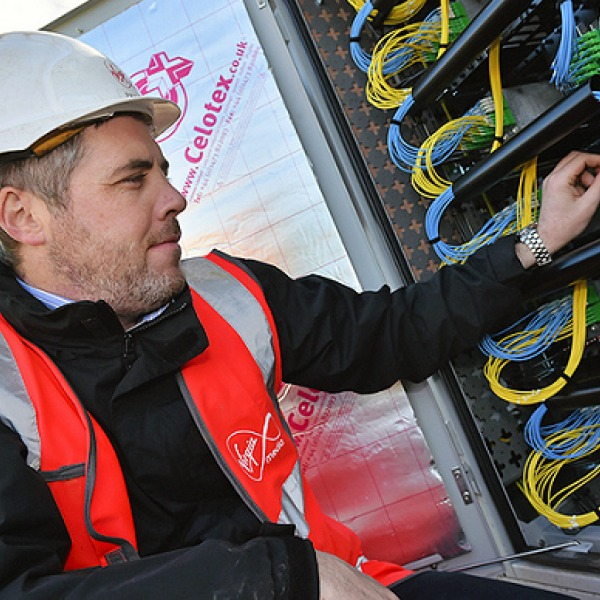 virgin media engineer touching fibre optic wires