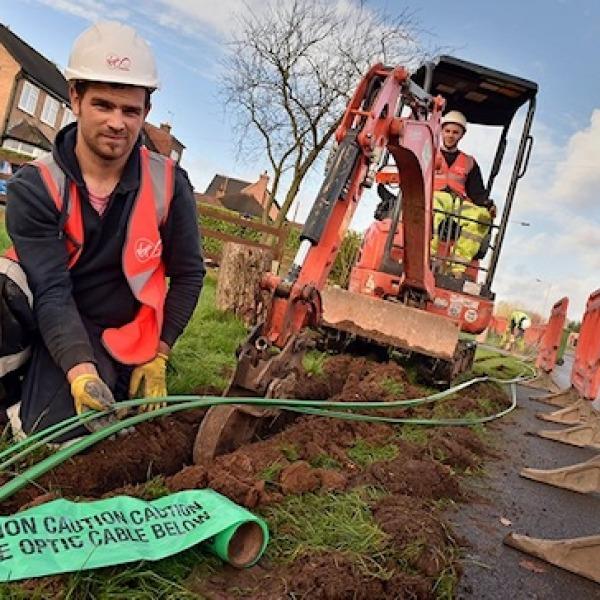 virgin media fibre optic cable construction team