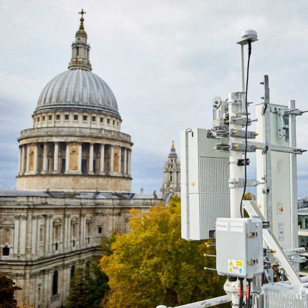 ee_london_5g_antenna_trial