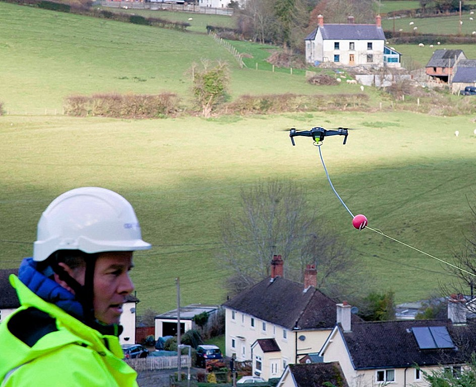openreach_aerial_drone_carrying_fibre_optic