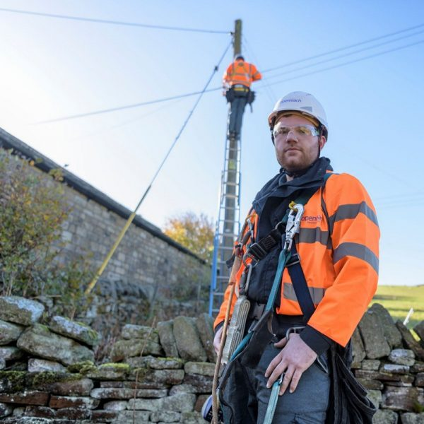 telegraph_pole_fttp_openreach_engineers_rural