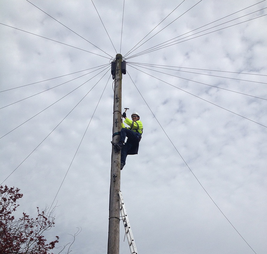 telegraph_pole_engineer_ascent