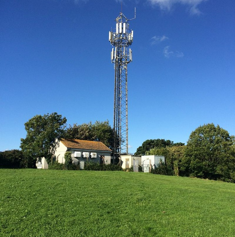 vodafone_rural_uk_mobile_mast