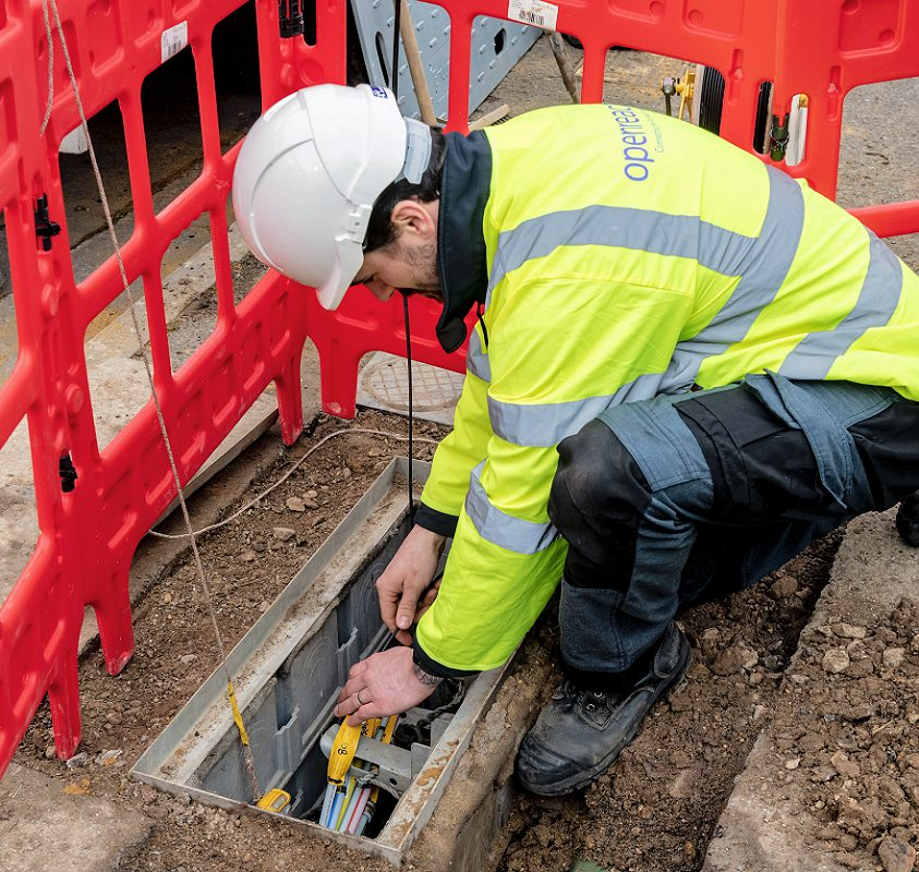 2019 openreach fttp chamber and engineer