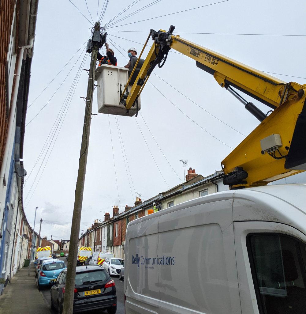Cityfibre_contractors_up_pole_picture_fttp