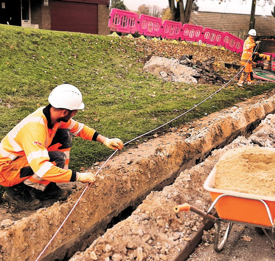 zzoomm_two_engineers_and_fibre_trench