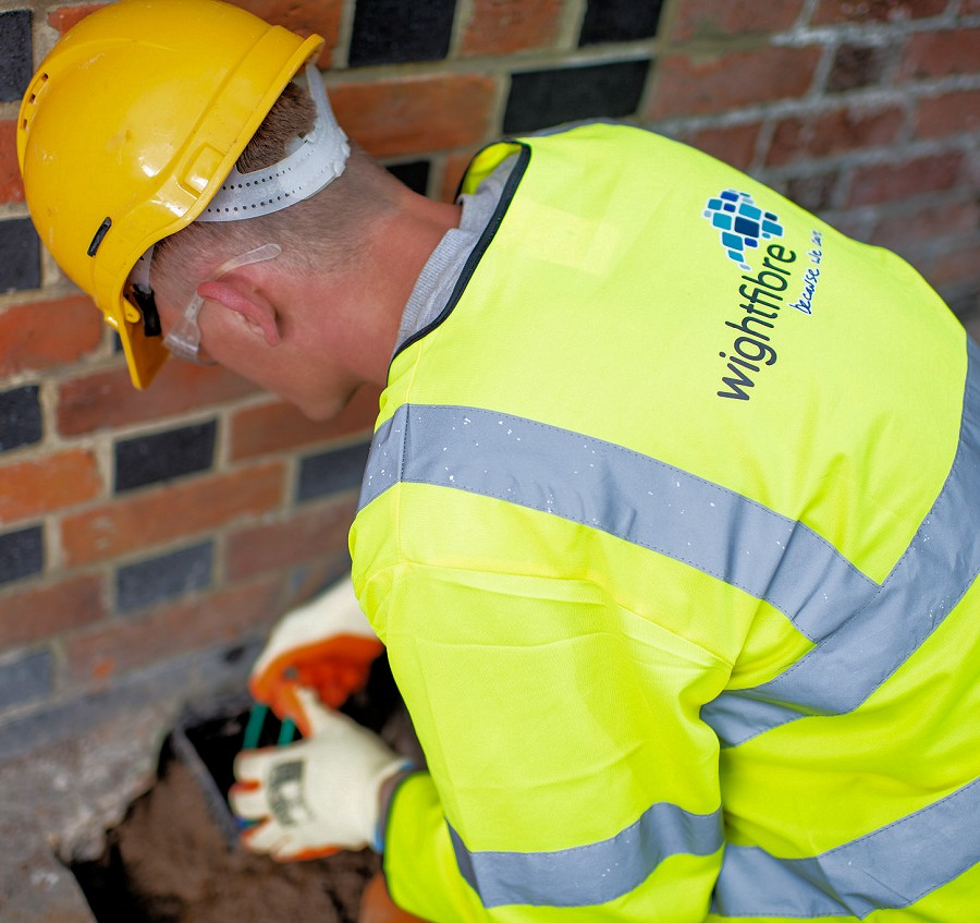 wightfibre_engineer_working_at_house