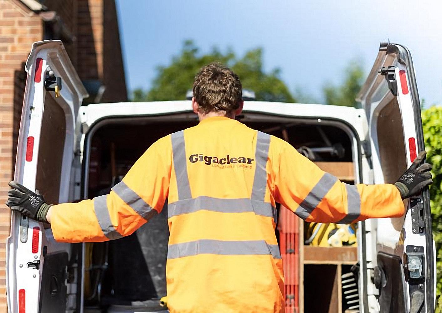 gigaclear_engineer_behind_van