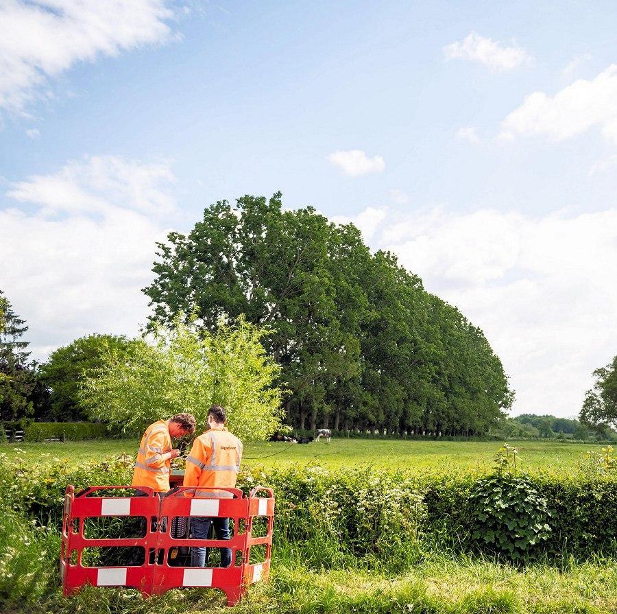 gigaclear engineers in rural uk field
