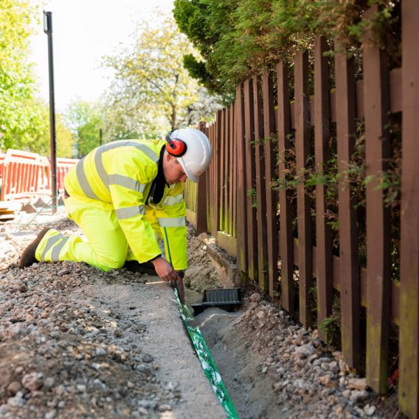 virgin media o2 engineer at work over trench 2021