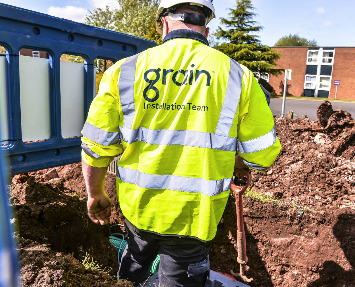 Grain-FTTP-Engineer-from-Behind