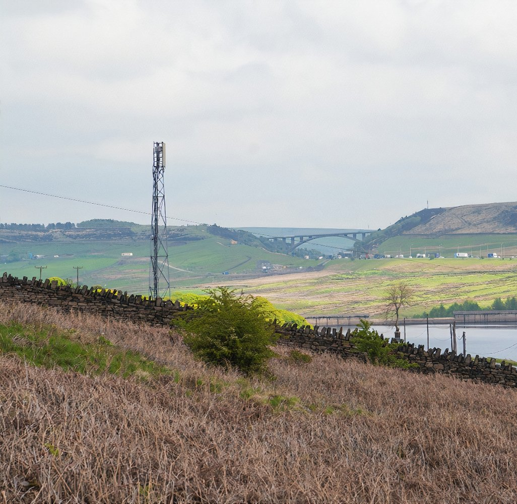 o2_rural_mast_over_lake_uk