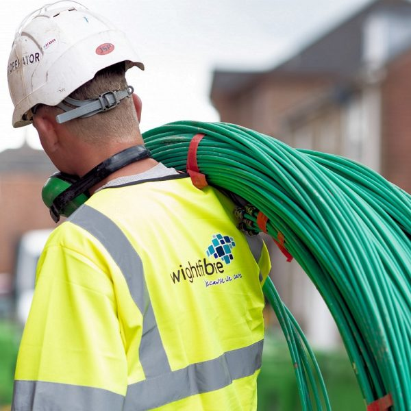 wightfibre engineer with ftth cable