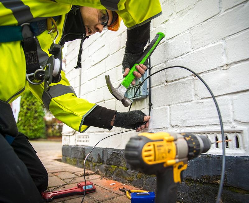 kcom engineer ourside house fttp install