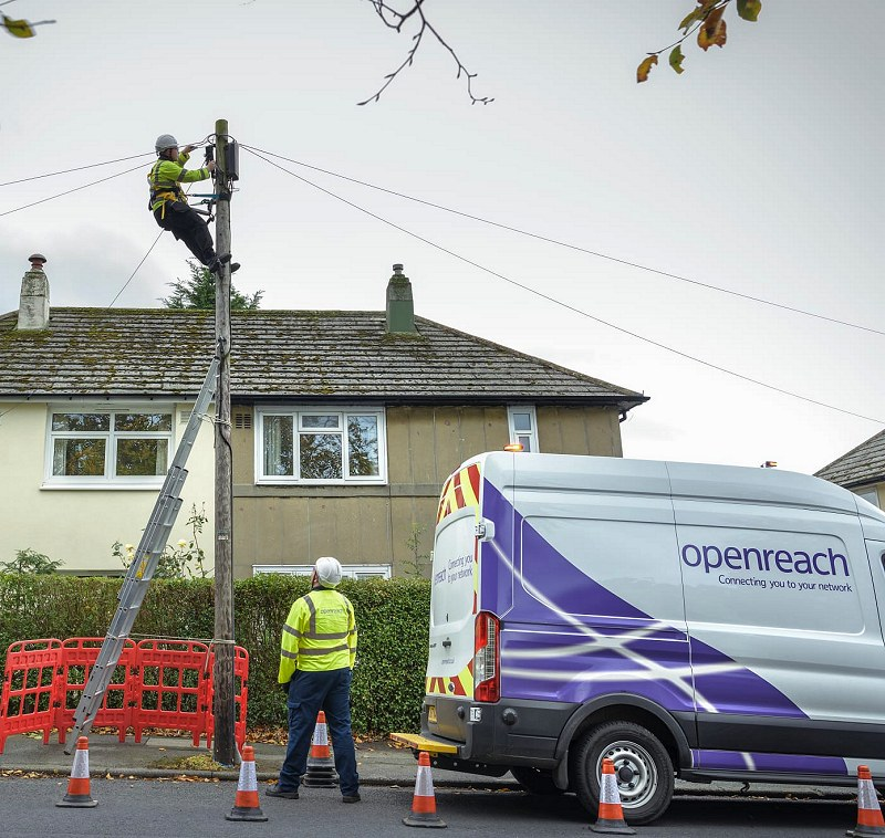 telegraph pole engineers fttp openreach 2019