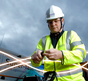 bt-engineer-cutting-fibre-optic-cable
