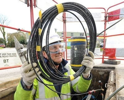 bt-openreach-fibre-optic-cable-and-engineer