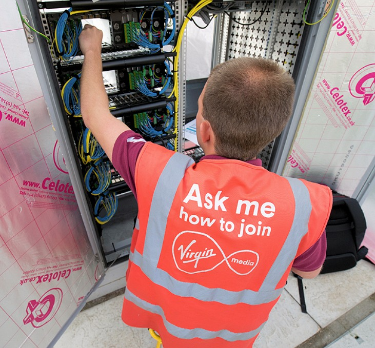 virgin media engineer poking cabinet