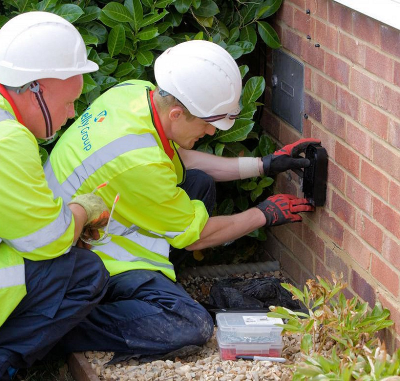 vodafone and cityfibre home wall ftth install